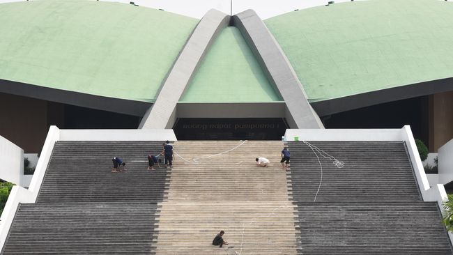 Kegiatan vaksinasi Covid-19 anggota DPR RI beserta keluarga dan staf yang berlangsung di Kompleks Parlemen berlangsung tertutup, pengambilan foto pun dilarang.