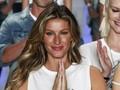 Dikritik Minim Ilmu, Mantan Model Victoria's Secret 'Protes'