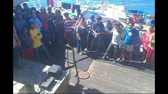 CNN Indonesia merangkum cerita pilu para anak buah kapal yang diperbudak di kapal penangkap ikan milik asing. Para budak ini jauh dari perhatian pemerintah.