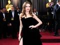 Angelina Jolie Enggan Beradegan Panas dengan Brad Pitt
