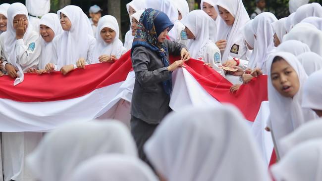 Polemik Wajib Jilbab Padang, Perda Intoleran Didesak Dicabut
