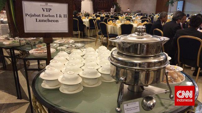 Peeringatan 60 Tahun KAA di Jakarta dihadiri oleh delegasi dari pulugan negara. Untuk semua peserta, JCC siapkan 7.000 porsi makanan per hari.
