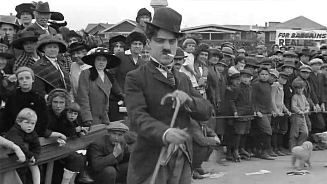 Untuk merayakan hari kelahiran seniman luar biasa ini, beberapa film Charlie Chaplin bisa disaksikan kembali.