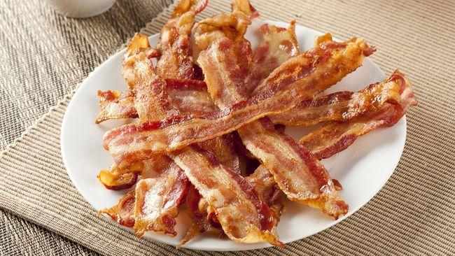 Menurut penelitian, menyantap bacon lebih dari tiga potong sehari akan berisiko meningkatkan risiko sakit jantung.