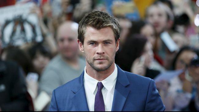 Aktor Chris Hemsworth tak lagi berlaga sebagai pahlawan super. Kini dia adalah agen rahasia yang bertugas menyelamatkan dunia dari serangan alien bandel.