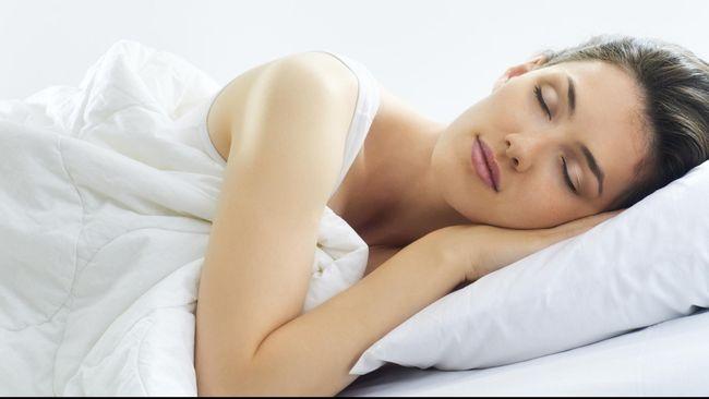 Tidur dengan beberapa orang di dalam ruangan yang sama sangat tidak mudah mengingat setiap orang punya kebiasaan tidur yang 'ajaib'.