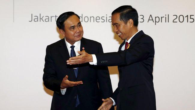 Presiden Jokowi mengadakan pertemuan bilateral dengan PM Thailand, Prayuth Chan-ocha, di sela peringatan 60 tahun KAA dan membahas illegal fishing.