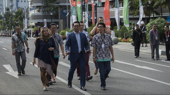Bandung enggan melepas para pemimpin Asia-Afrika tanpa membawa buah tangan untuk mengingatkan mereka pernah menjejak kaki di Paris van Java.