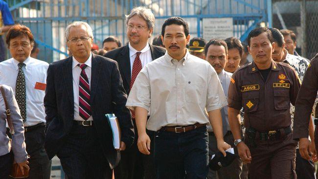 Pengacara OC Kaligis pernah menjadi pengacara Soeharto bersama Plt Pimpinan KPK Indriyanto Seno Adji.