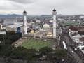 Cegah Corona, Masjid Raya Bandung Disemprot Disinfektan