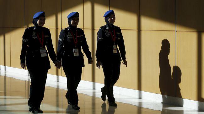 Kepolisian Malaysia menangkap 12 orang yang diduga terkait dengan ISIS dan akan merencanakan serangan teroris di Kuala Lumpur serta menyita bahan peledak.