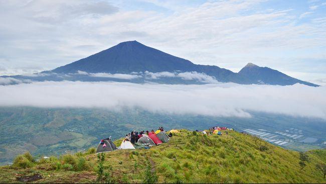 Gunung Rinjani masih ditutup pasca rentetan gempa bumi yang melanda pulau Lombok pada Juli hingga sepanjang Agustus 2018.