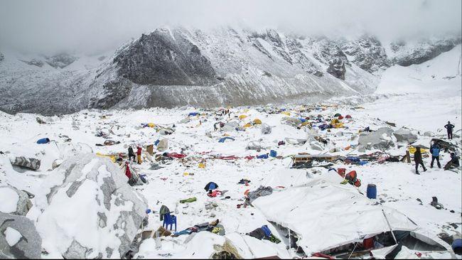 Nobuzaku akan menempuh perjalanan di ketinggian 8.850 meter melalui rute Southeast Ridge, jalur yang ditemukan pad 1953.