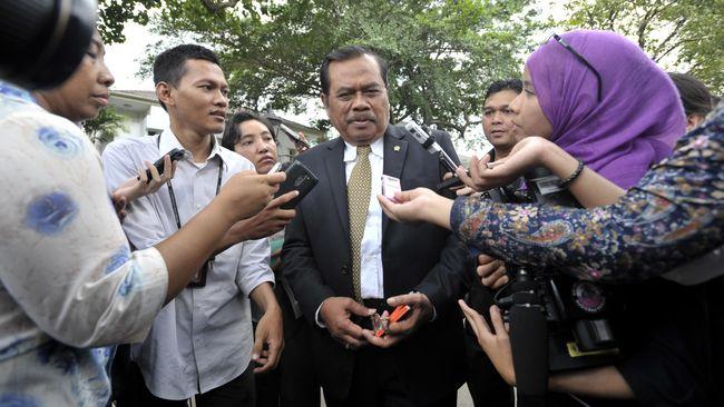 Prasetyo mengaku belum mengetahui ihwal pertemuan Presiden Joko Widodo dengan keluarga buronan kasus Bank Bali, Djoko Tjandra, Papua Nugini.