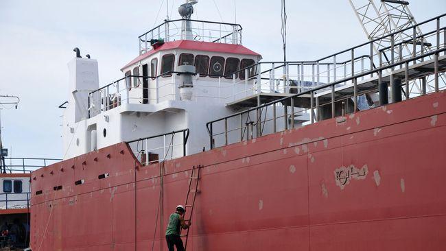 Tidak hanya BUMN, larangan impor kapal juga akan dilakukan Jokowi terhadap perusahaan asing yang beroperasi di Indonesia.