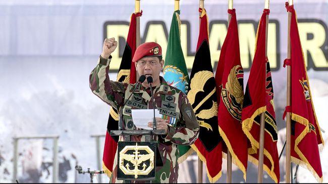Presiden Joko Widodo melantik Doni Monardo sebagai kepala BNPB. Jenderal bintang tiga itu pernah menggiatkan program pembersihan Sungai Citarum, Jawa Barat.