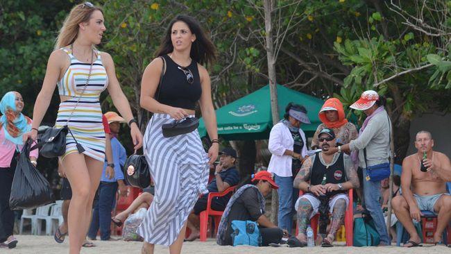 Penghentian penerbangan tujuan dan dari China membuat okupansi hotel di Bali anjlok hingga 80 persen.