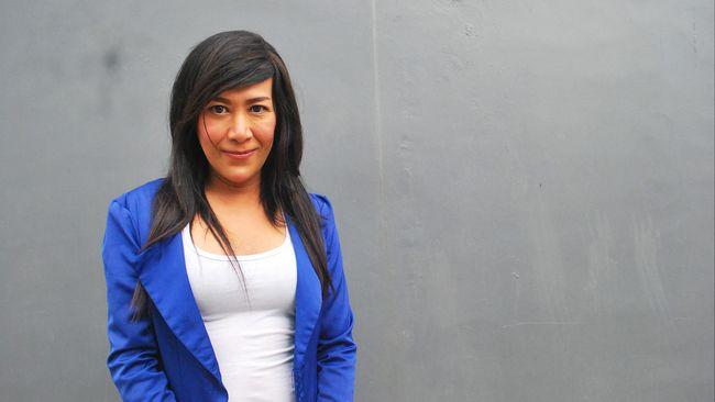 Aku Felicia Sabrina. Usiaku kini 31 tahun. Aku seorang transgender atau yang biasa disebut orang kebanyakan: Waria.