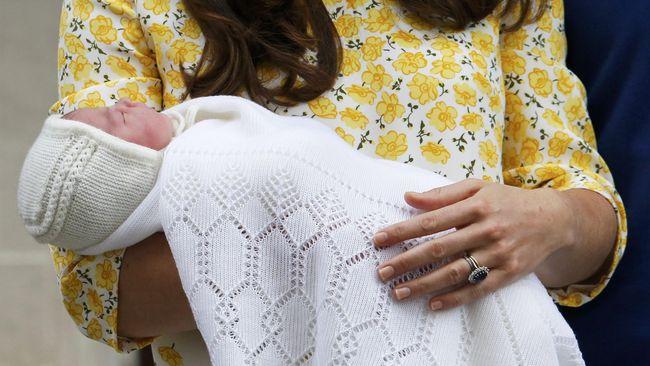 Akun Twitter resmi Istana Kensington mengumumkan nama putri mungil Pangeran Willam dan Kate Middleton sebagai Charlotte Elizabeth Diana.