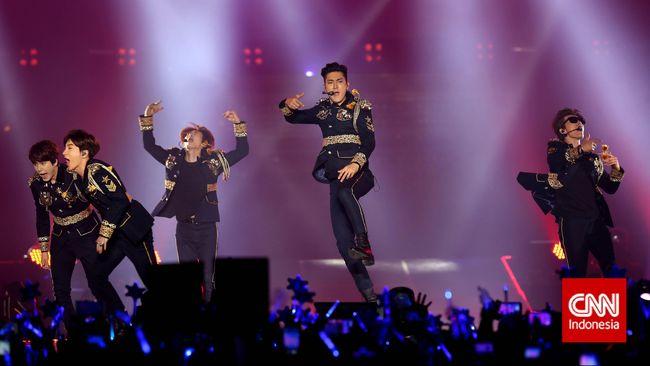 Ada banyak kejutan yang ditampilkan Super Junior untuk penggemarnya dalam konser yang digelar di Indonesia Convention Exhibitions, Minggu (3/5).