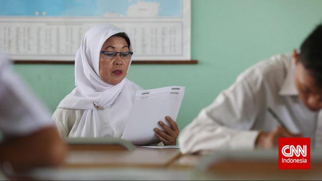 Kementerian Pendidikan dan Kebudayaan mengatakan dalam ijazah nantinya tidak ada lagi nilai Ujian Nasional. Wabah virus corona membuat UN ditiadakan.