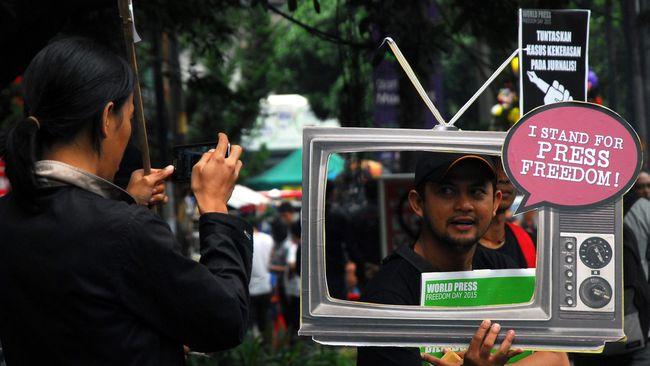 Sejumlah pegiat dan aktivis HAM mempertanyakan berita dan informasi seputar tanah Papua, Suarapapua.com, tak bisa diakses lewat ponsel dengan operator Telkomsel