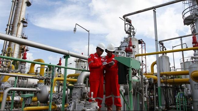 Harga minyak menguat mencapai level tertinggi dalam enam bulan pada Selasa (23/4) waktu AS, dipicu anggota OPEC mengimbangi sanksi AS terhadap Iran.