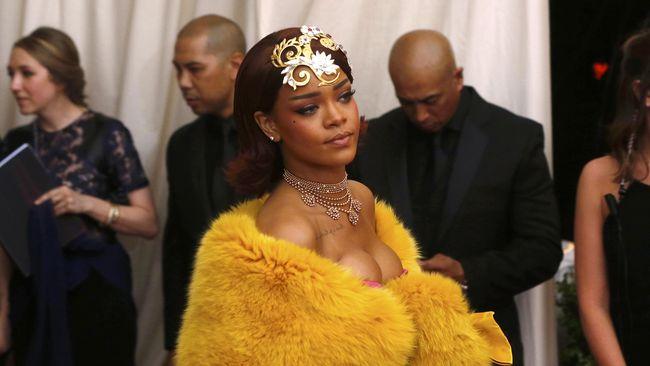 Diberi tagar #AntiDiary, Rihanna sudah merilis video promosi album musik terbarunya sejak bulan lalu.