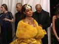 Jelang Natal, Rihanna Buat Penggemar Penasaran