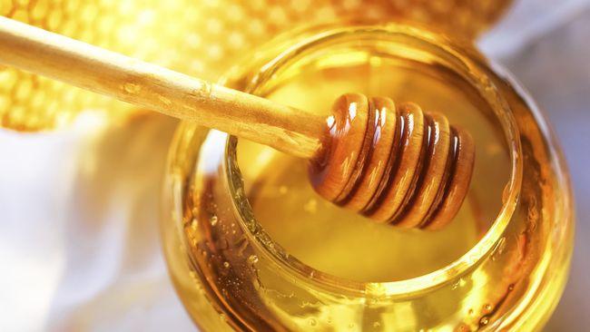 Madu memiliki ragam khasiat baik untuk kesehatan ataupun pemanis alami makanan dan minuman. Lalu, bagaimana cara terbaik menyimpan madu tetap awet?