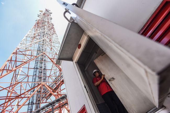 Presiden Soeharto dan Jokowi sama-sama memiliki sejarah dalam tonggak penting infrastruktur telekomunikasi yang kini dikenal dengan nama Palapa Ring.