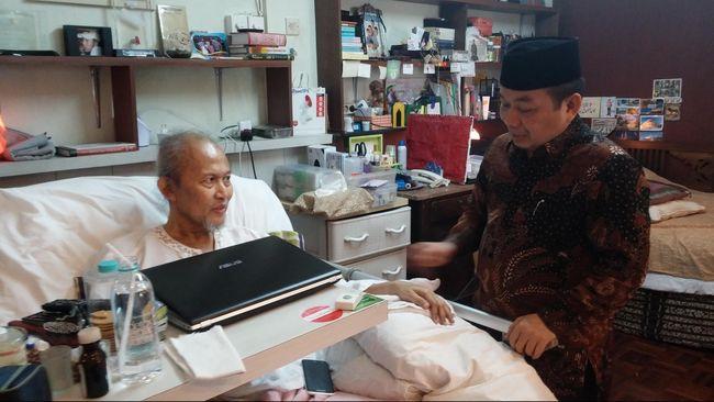 Pepeng tidak langsung menerima sakit multiple sclerosisnya. Ia pernah berjuang kuat untuk sembuh. Berkat sebuah terapi akupunktur, Pepeng pernah bisa berjalan.