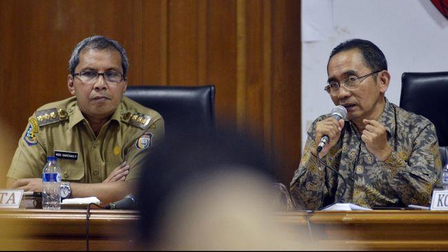 Wali Kota Makassar, Ramadhan Pomanto bakal menerapkan PPKM Level 4 hingga 2 Agustus lantaran wilayahnya masuk zona merah Covid-19
