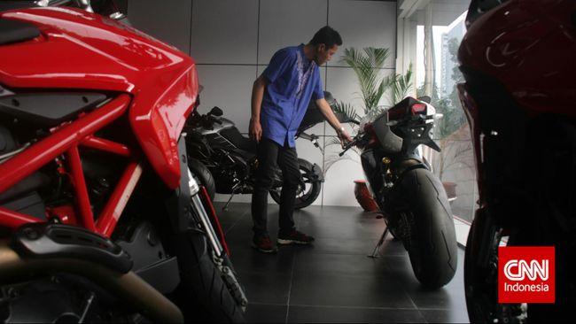 Aksi kepolisian yang menilang pengendara motor gede Ducati menggunakan knalpot bising di Jalan Asia Afrika, Senayan masih ramai dibahas.