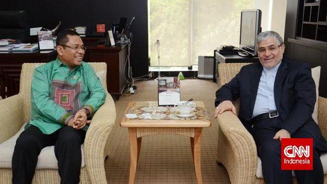 Menteri Perindustrian Saleh Husin mengajak investor Iran menanamkan modalnya di industri petrokimia dan infrastuktur.