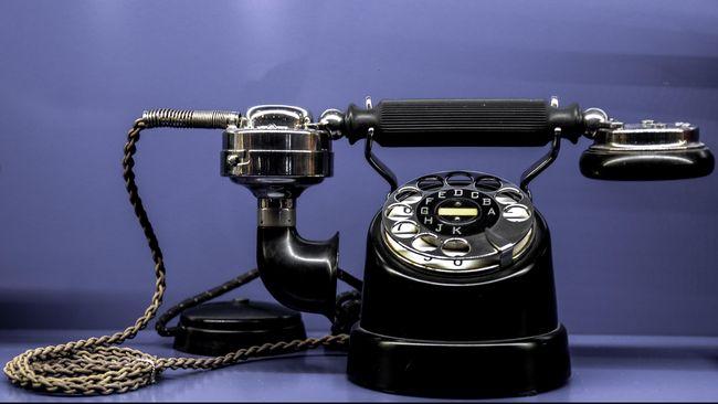 Telepon nakal untuk menggoda pasangan bisa menjadi cara untuk menghidupkan gairah bercinta bagi suami-istri yang terpisahkan jarak.