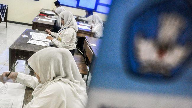 Netizen memberikan reaksi yang beragam setelah Jokowi meniadakan Ujian Nasional (UN) 2020 akibat wabah virus corona Covid-19.
