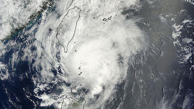 Angin puting beliung menyapu bagian timur laut Provinsi Liaoning, China menewaskan enam orang dan 190 lainnya luka-luka.