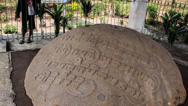 Peninggalan Kerajaan Kediri bercorak Hindu ini tak hanya berupa candi dan prasasti, tapi juga beberapa kitab yang jadi bukti peradaban masyarakat di masa lalu.