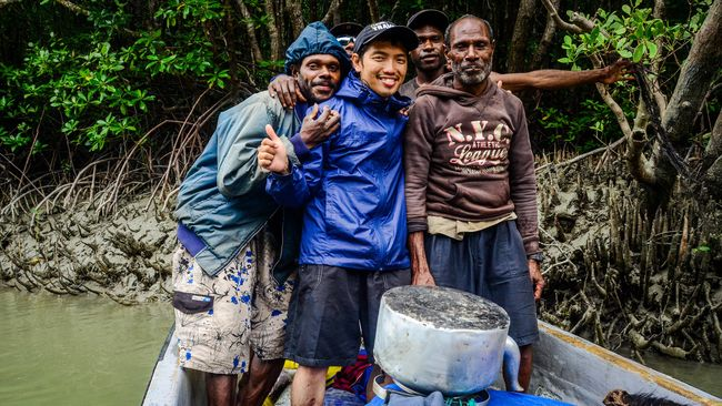 Pengalaman menggarap proyek besar: berkeliling Indonesia siap dirangkum oleh sang penulis dalam sebuah buku perjalanan yang unik.