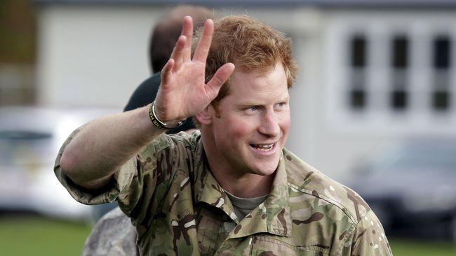 Pangeran Harry mengunjungi Afrika tanpa istrinya, Meghan Markle. Ia bertandang ke Afrika Selatan untuk melakukan perjalanan amal.