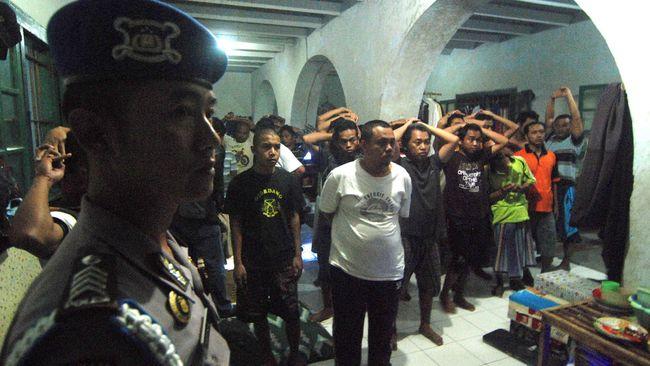 Kepolisian  Daerah Kalimantan Barat menyatakan seorang sipir Lembaga Pemasyarakatan Kelas IIB Singkawang terlibat peredaran narkoba di penjara.