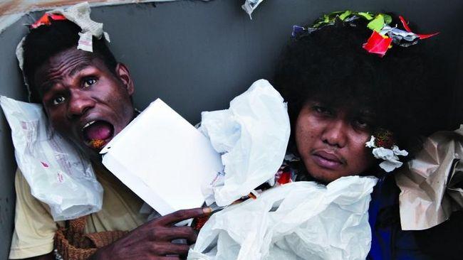 Mop Papua adalah budaya turun temurun yang dituturkan atau dituliskan untuk bahan hiburan yang lucu.