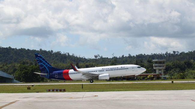 Sriwijaya Air rute Padang-Jakarta batal terbang pada jadwal 06.30 WIB. Akibat pembatalan, sempat terjadi kericuhan antara penumpang dan petugas maskapai.