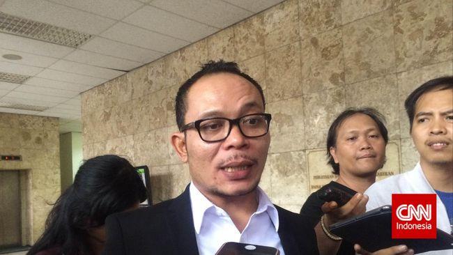 Sebagai Menteri Ketenagakerjaan, Hanif dinilai sudah mempermalukan presiden karena adanya PP soal Jaminan Hari Tua yang ditentang masyarakat.