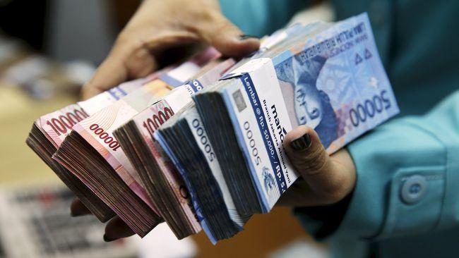 Bank Indonesia memprediksi nilai tukar rupiah terhadap dolar Amerika Serikat berpotensi menembus Rp 13.400 pada tahun depan.