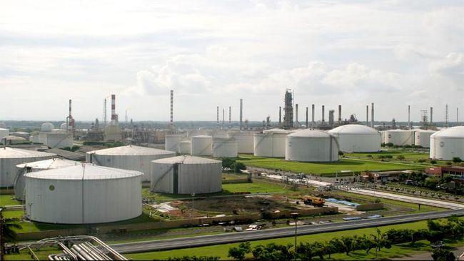 Harga minyak dunia tertekan lockdown di Eropa. Kebijakan dikhawatirkan akan menekan permintaan sehingga menekan harga minyak.
