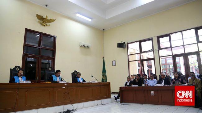 Keluarga korban Tragedi Semanggi I dan II menyerahkan 17 bukti ke PTUN Jakarta, Kamis (30/7), dala sidang gugatan terkait pernyataan Jaksa Agung.