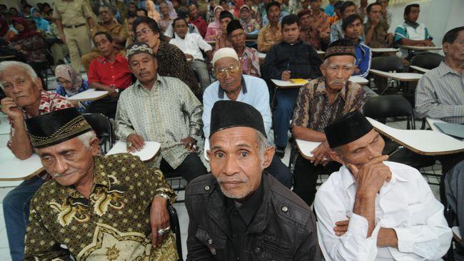 Wali Kota Palu minta maaf langsung di hadapan masyarakat atas pelanggaran yang dilakukan pemerintah sepanjang 1965. Dia juga menerbitkan aturan pro-HAM.