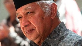 Hari Ini 23 Tahun Lalu, Soeharto Lengser & Orde Baru Runtuh